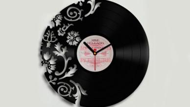 Часы на пластинках винила
