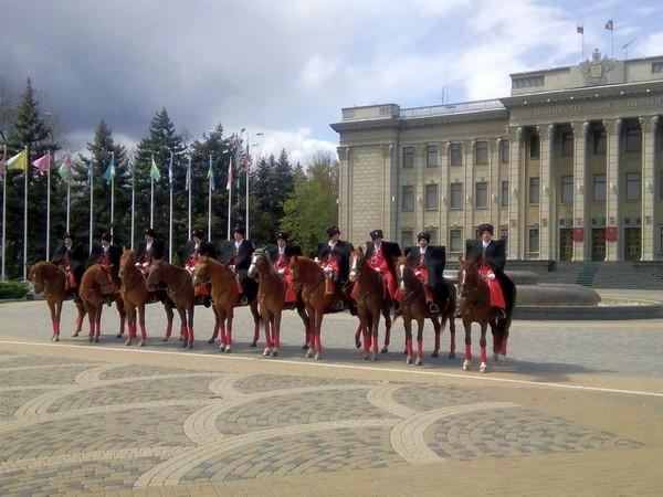 Разминка конной группы караула
