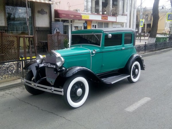 Ретро автомобиль
